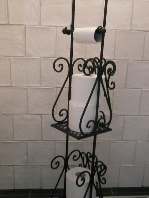 Smeedijzeren toiletrolhouder staand bruin