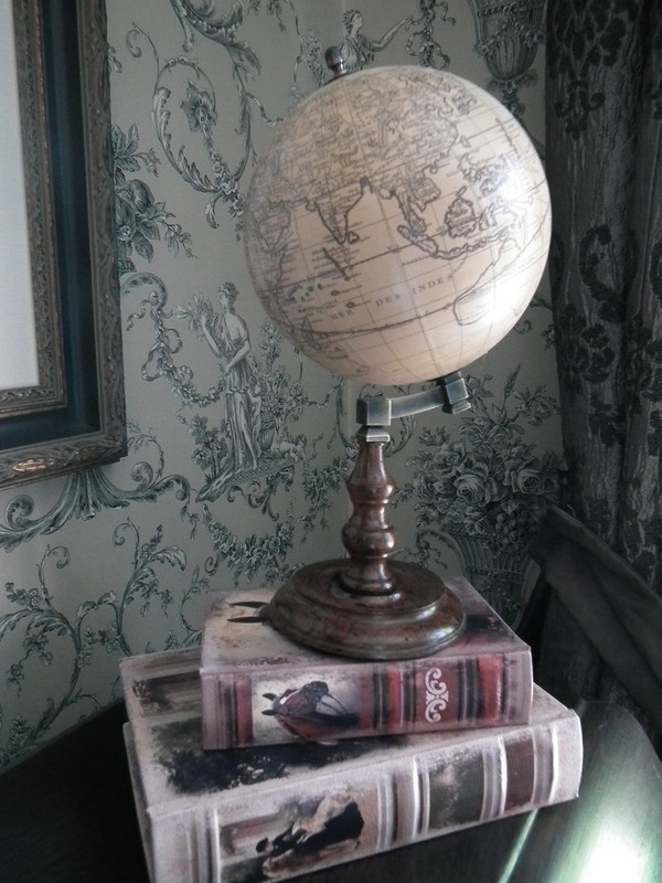 Wereldbol Trianon H 28