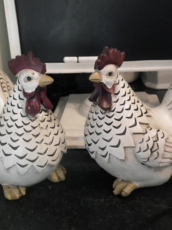 Kip zittend H 17 cm