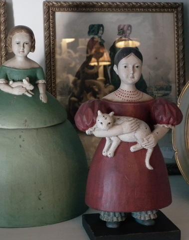 Vintage meisje met konijn als opbergdoos