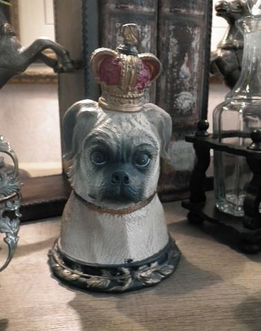Hond met kroon als opberg box