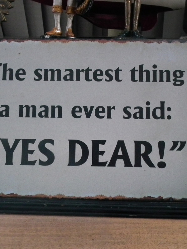 "Tekstbord: The smartest thing a man ever said: "" Yes Dear!"""