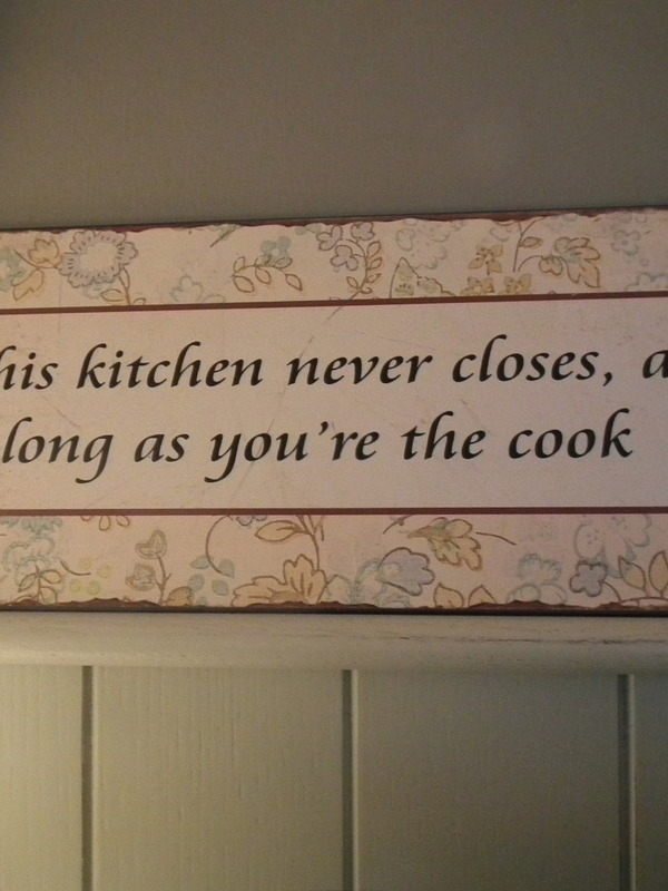 Tekstbord: This kitchen never closes, as long as you're the cook