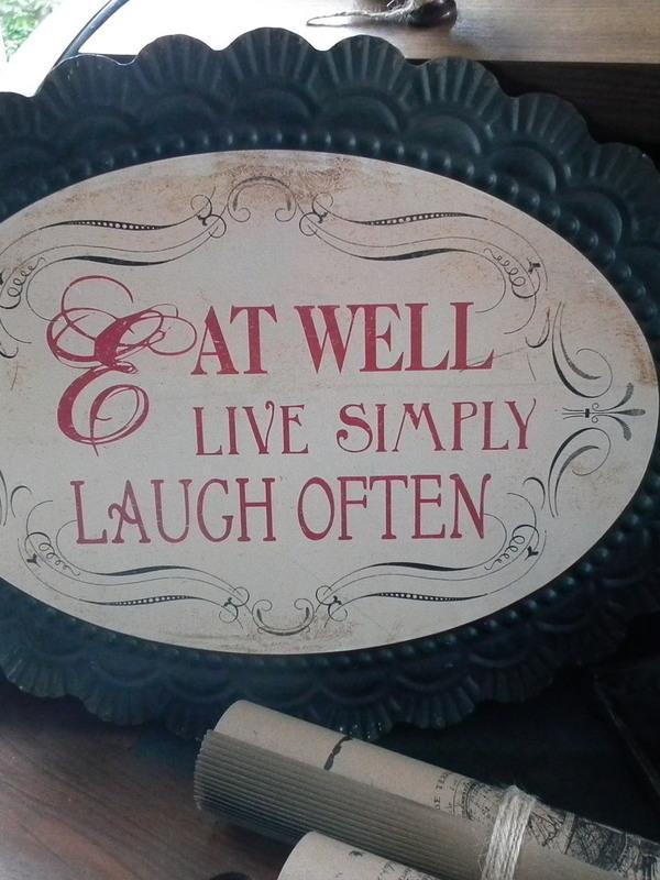 Tekstbord: Eat well Live simpel Laugh often