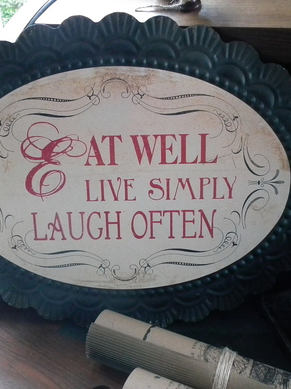 Tekstbord: Eat well Live simpel Laugh often