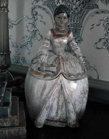 Lady Bess als opbergdoos