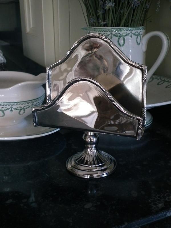 Zilveren serviet houder op voet