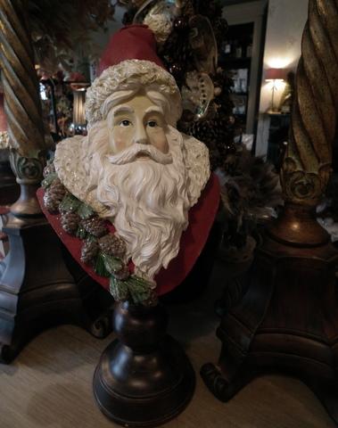 Kerstman op voet rood