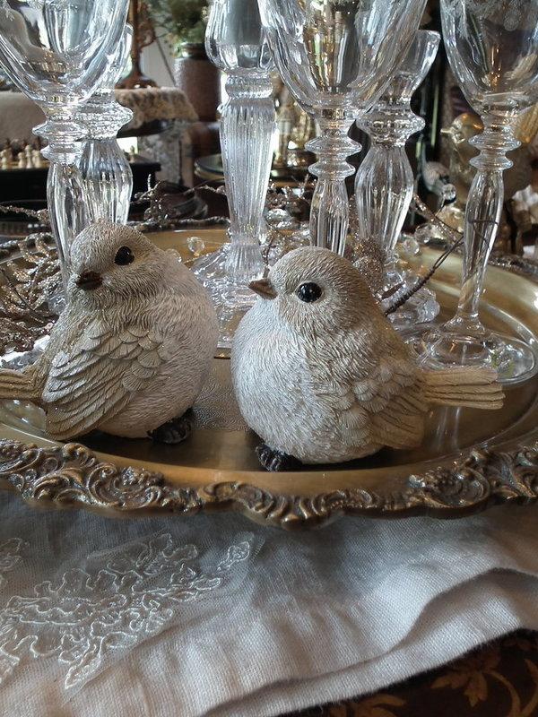 Set 2 vogels zittend