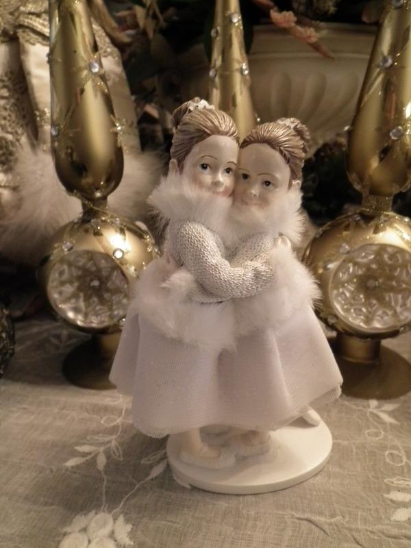 Twee meisjes wit H 17 cm
