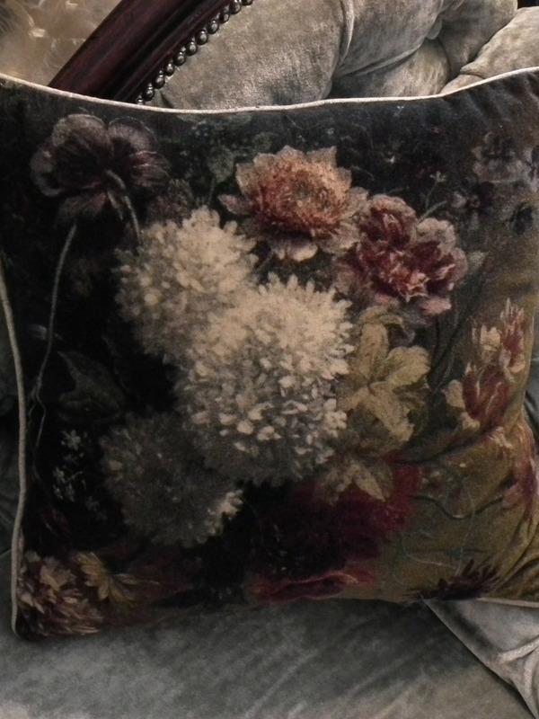 Velour kussen met bloemen 45 cm x 45 cm
