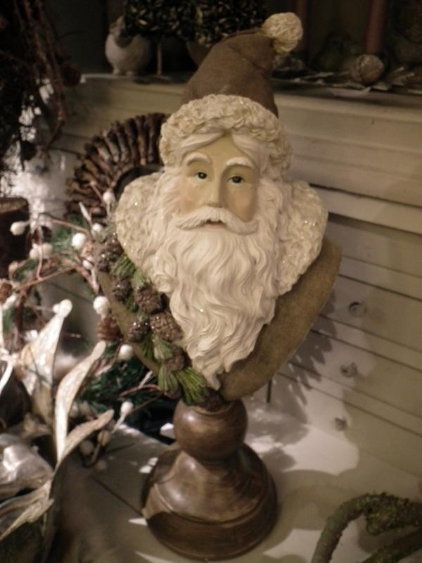Kerstman op voet bruin H 40 cm