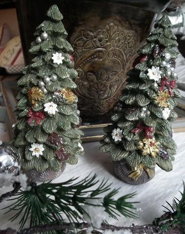 Landelijke kerstboompjes met bloemetjes