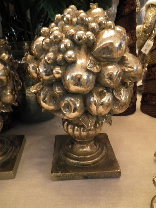 Vaas barok met fruit goud H 32 cm