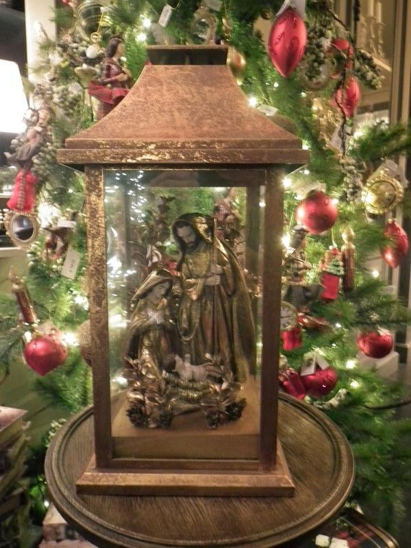Kerstheiligen in lantaarn