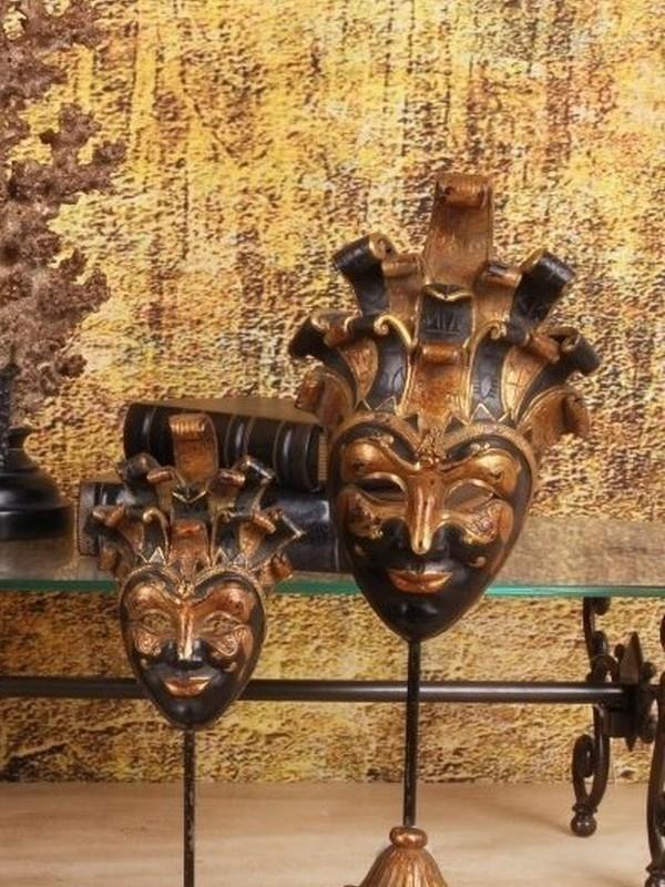 Venetiaans masker op sokkel 28 cm zwart & goud
