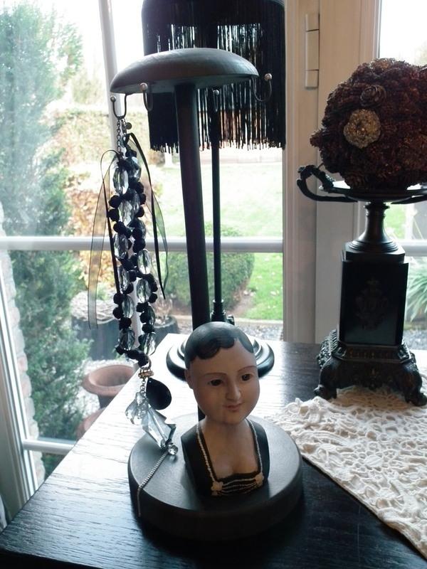 Vrouwelijke hoeden & juwelendrager