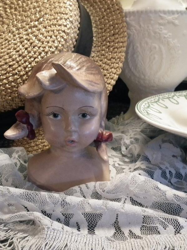 Vintage hoofdje: meisje met strikjes