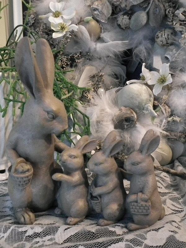 Moeder konijn met haar kleintjes