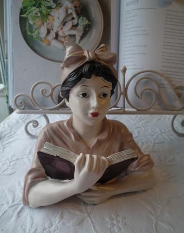 Vintage meisje met boek