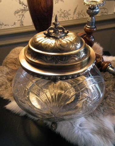 Elegante pot met geslepen glas