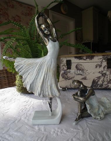 Set van 2 ballerina's staand